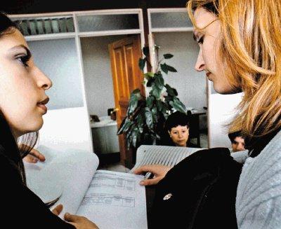 claudia-messing-se-puede-estudiar-y-trabajar-al-mismo-tiempo-diario-la-nacion-seccion-cultura